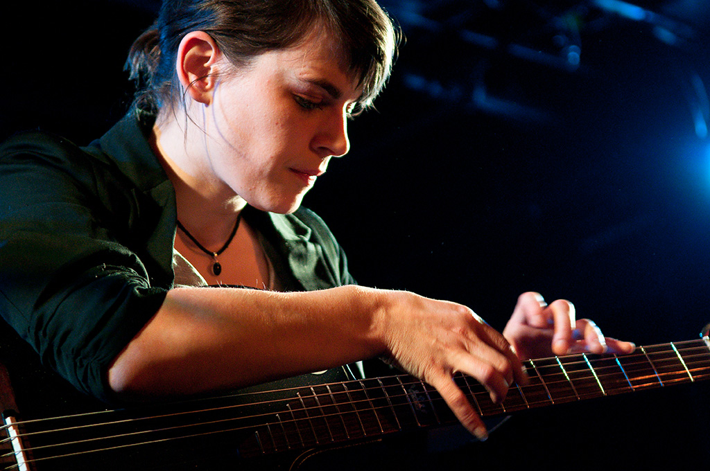 Kaki King plays Pink Noise on TED